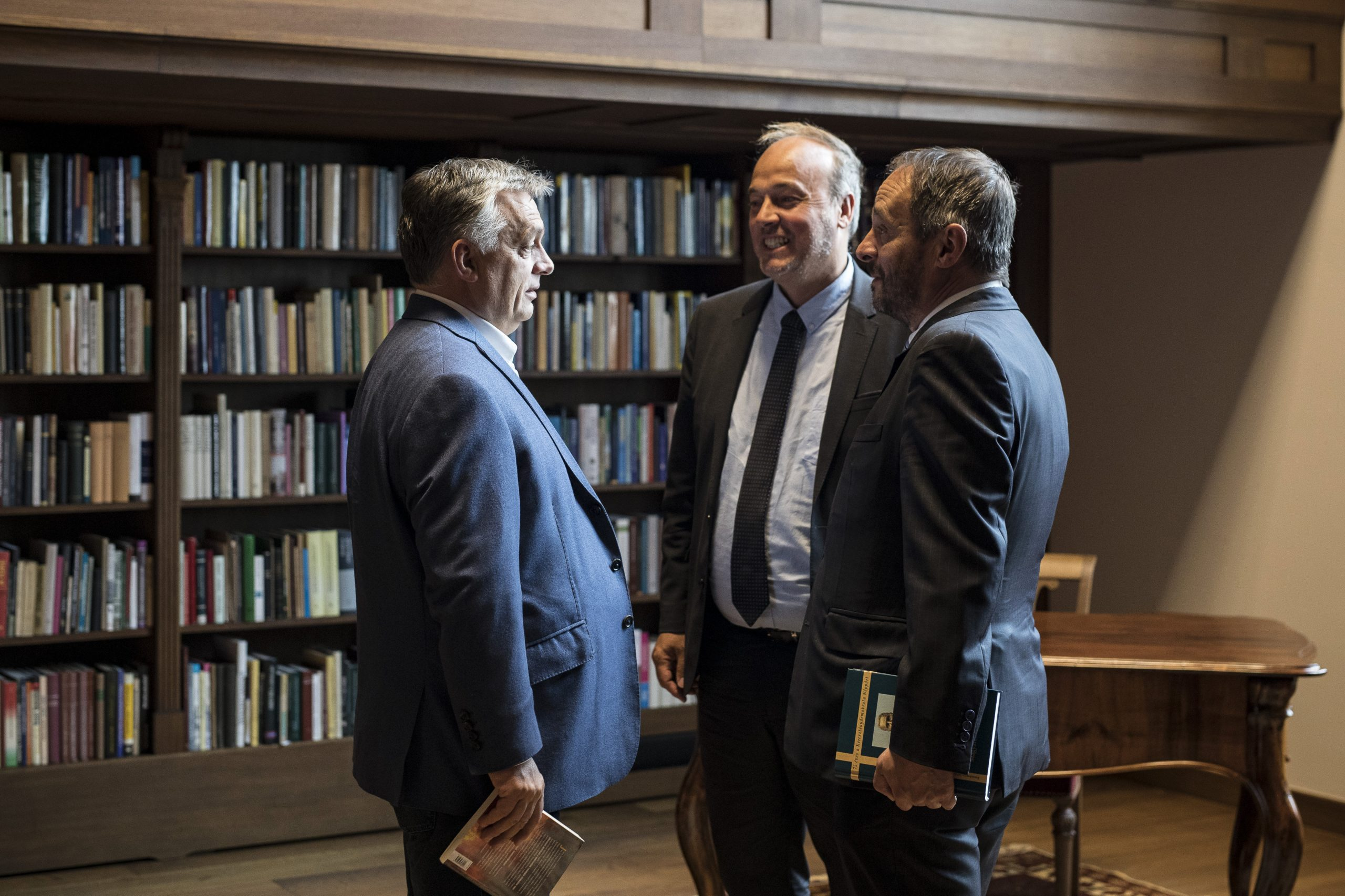 Orbán Accuses France of Tolerating No-Go Zones where Salafist Preachers Lay Down the Law