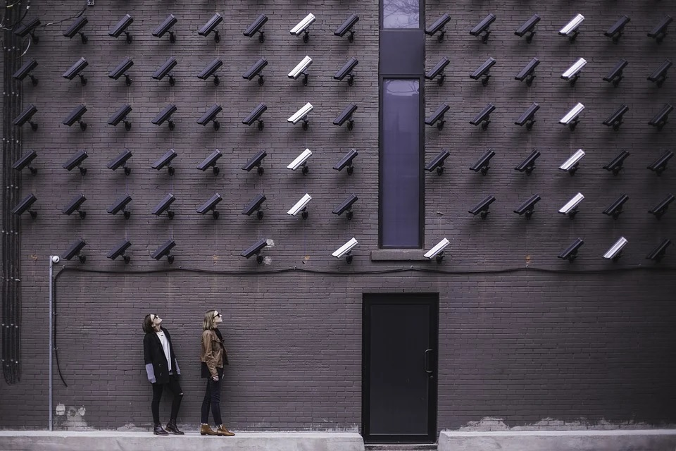 Exploring the Privacy Risks from Facial Recognition Technology